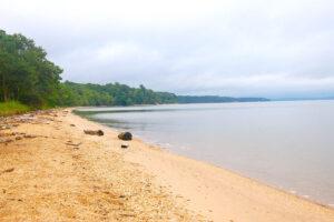 A gravelly beach along the Potomac River.